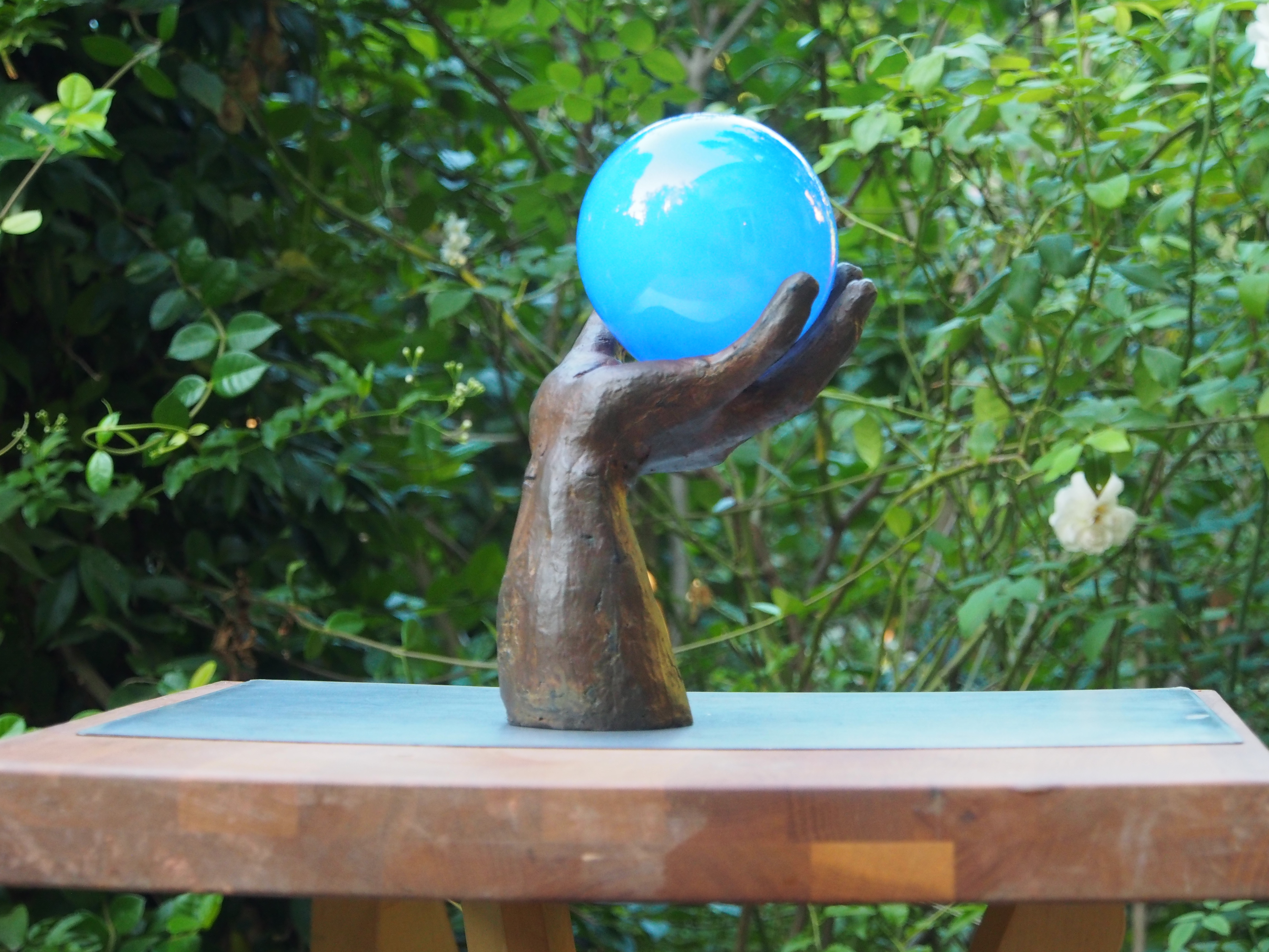 Trophée main-globe Sculpture de Patrick Chaland
